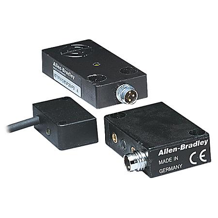 Allen-Bradley 871FM-D2NP11-E2 3-Wire DC Plastic Housing Flat or Surface Mount Metal Face Proximity Sensor