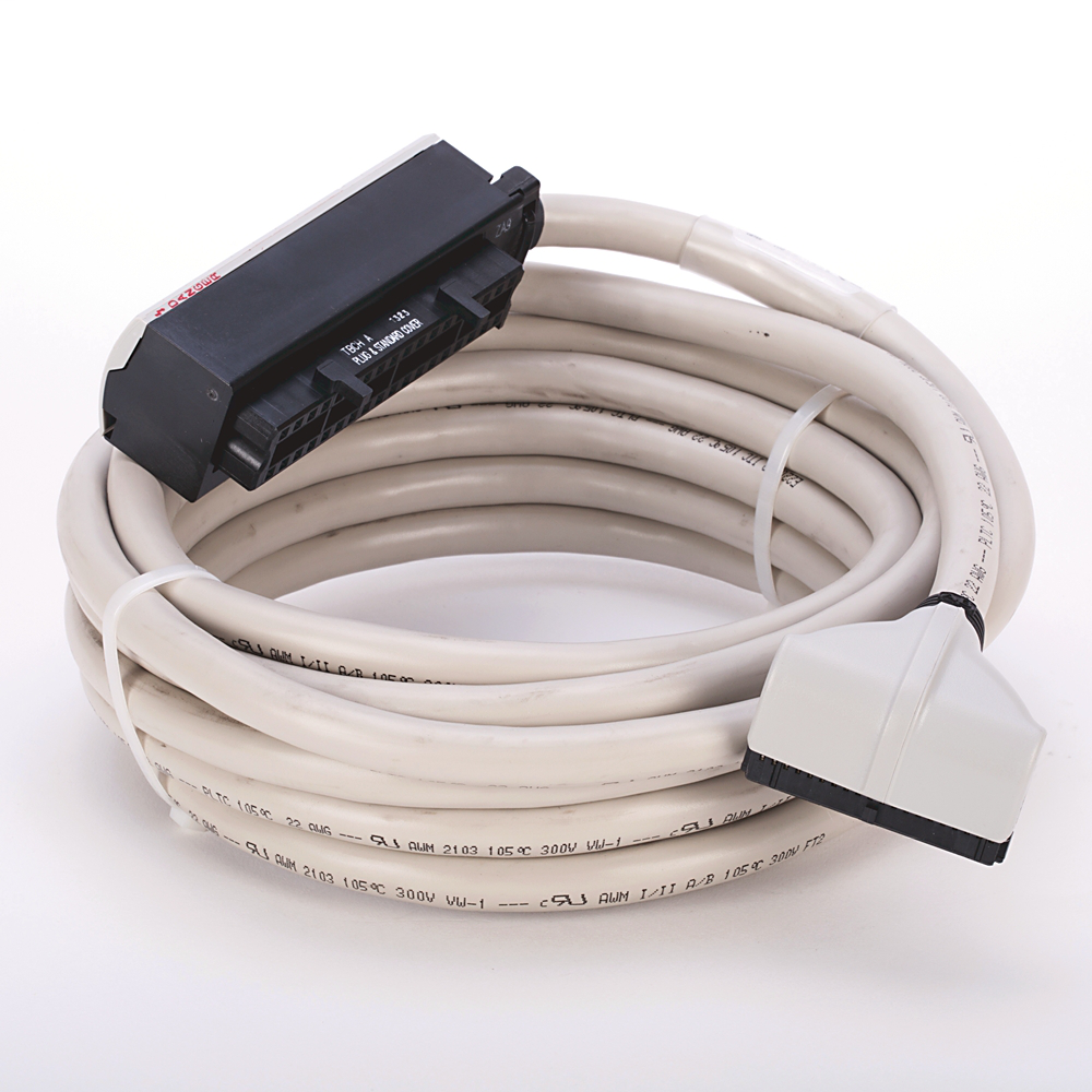 Allen-Bradley 1492-CABLE050Z 5 m 300 Volt 22 AWG 40-Conductor Pre-Wired Digital Interface Cable