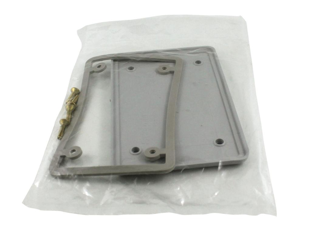 IPEX 077611 1-Gang Blank Receptacle Plate with Gasket