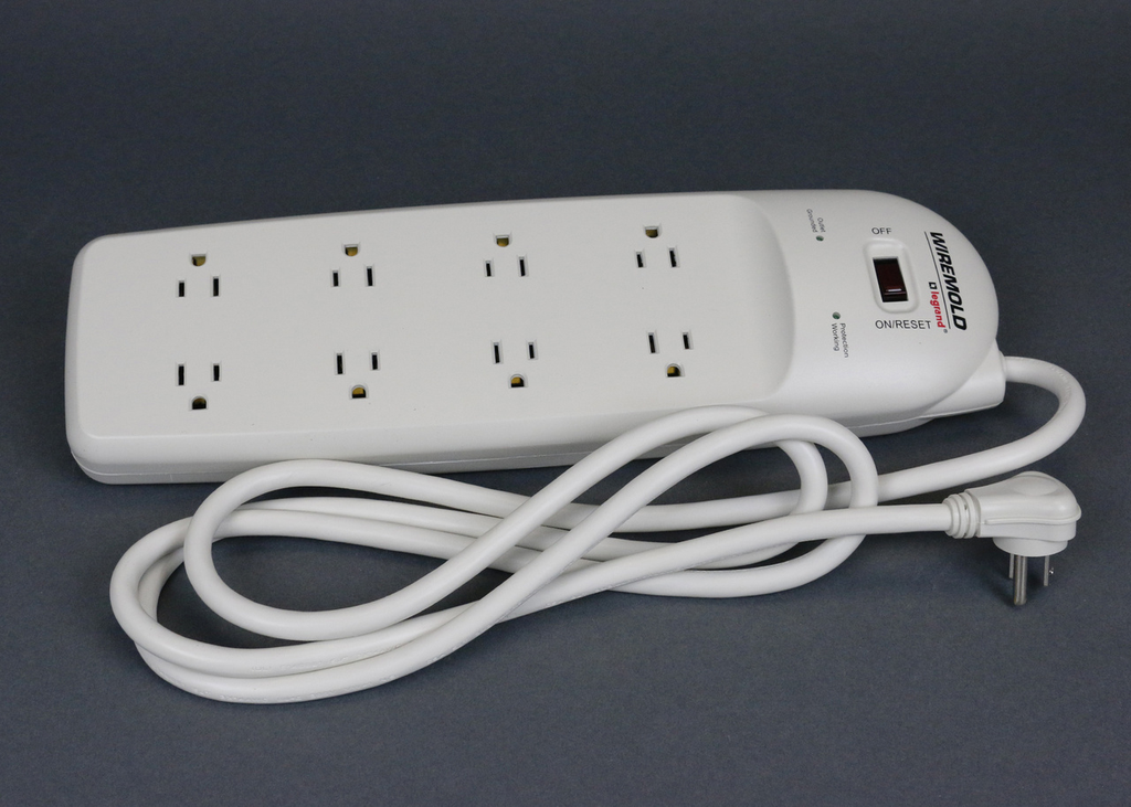 WMOLD 77000N 8 OUTLET SURGE STRIP,6FT CORD